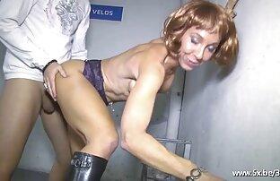 Modello erotico fantasia sesso con ragazze nude vogliose prigioniero