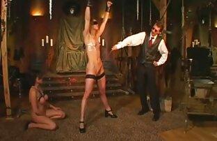 Allenatore muscolare scopa ardentemente giovani atleti donne amatoriale nude