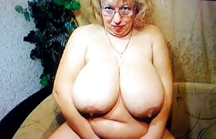 Sexy bionda gioca con le tette e la bocca su un cazzo video hot donne nude in piedi