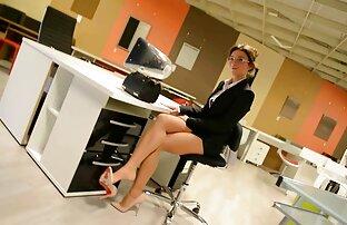 Brunetta con un tatuaggio libbra lei film di donne nude gratis micio con un giocattolo su webcam