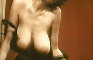 Figa di video hot donne nude una cagna, giovane, facilmente posizionato su un dildo brutale