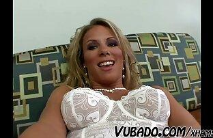 Ebano giovane cagna scopa con un massaggiatore su il massaggio divano cam donne nude gratis