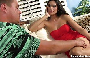Bella giovane bruna video amatoriali di donne nude ottiene il suo culo leccato e scopata duro da un paio di cazzi