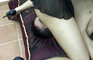 Giovane Latina che fa il lavoro di video amatoriali donne nude pulizia della casa nuda e non ha paura di succhiare il cazzo del maestro