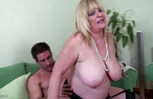 Bodybuilder fare film porno donne nude una ragazza pissing con acqua bollente da un buon bang