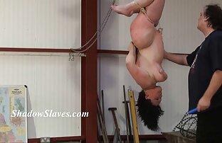 Donna matura coprire L. con la video donne nude amatoriali mano