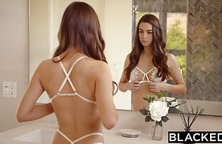 Giovane video amatoriali di donne nude ragazza mettere la pulizia a lato e cominciò a leccare la figa
