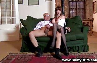 Giovane film di ragazze nude cagna in calze brutale culo sculacciata e spinge un vibratore in culo
