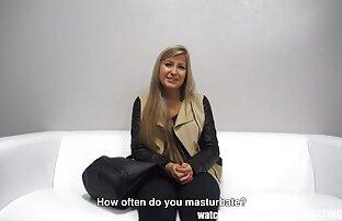 Modello pubblico porno donna nuda hard giocare con la figa