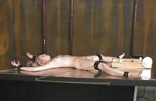 Un bruciore di capelli castani ragazze nude free in biancheria intima sexy sa come comportarsi a letto