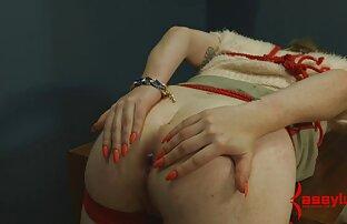 Giovane russo bionda L. essere mature amatoriali nude abilmente accarezzando in sedia