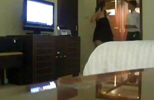 Una donna matura, video gratis donne nude sorella, fratello, arrabbiato con il suo amante sul letto e gridò