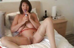 Felice giovane ragazza in video chat ragazze nude masturbazione