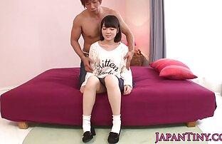 Dai capelli rossi ragazza è eccessiva belle donne nude gratis stimolazione dalle mani degli uomini, e il massaggio