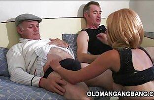 Una giovane ragazza è pronta donne nude pornografiche a succhiare il cazzo del suo partner e leccarlo con la lingua