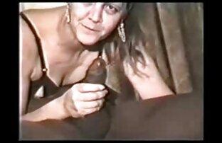 Una giovane ragazza, capelli porno di donne nude castani, incantato da un artista pick-up, e allargò le gambe davanti al cazzo di lui
