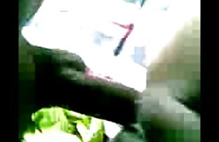 Calda giovane moglie succhia cazzo e sostituendo la sua figa invaso sotto il fallo del video donne nude sexi marito