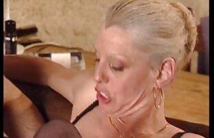 Aggressivo lesbiche wrestling tra due mature amatoriali nude mature porno star