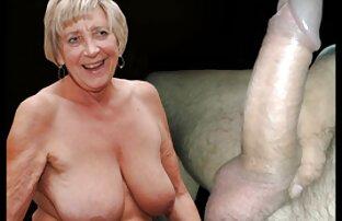 Giovane ragazza nuda si masturba il suo video donne nude sexi L. con un dildo e cums violenza sul divano in ufficio