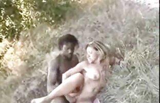 Questi lesbiche colorful sexy sono relaxing su il lake vecchie signore nude