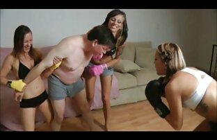 Il massaggio dato a un cliente giovane caldo donne nude e porche e stimolante massaggio porno