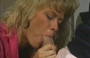 Giovane ragazza ubriaca donne vecchie grasse nude e scopata con un vibratore