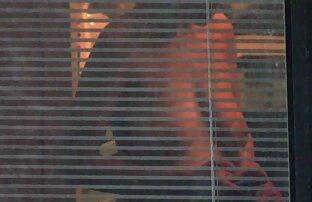 Una ragazza dai capelli castani, con un carattere giocoso ha per un video di lesbiche nude pompino deepthroat per un gentiluomo