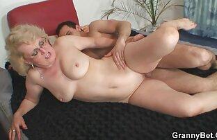 Bella ragazza ottiene il suo peloso L. e la bocca scopata signore sposate nude duro da un grosso cazzo