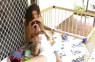 Giovane pulcino giostre micio e culo mentre equitazione cazzo ragazze nude vogliose
