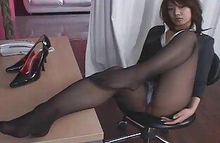 Cagna video di donne mature nude è insaziabile e il buco del suo completamente sorseggiando un totale di cazzi