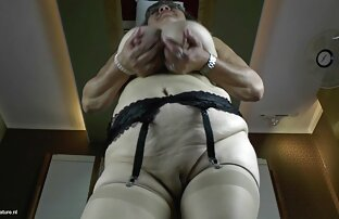 Vecchio donne molto sexy nude e giovane lesbiche fanculo ogni altro su il letto indossare un strapon
